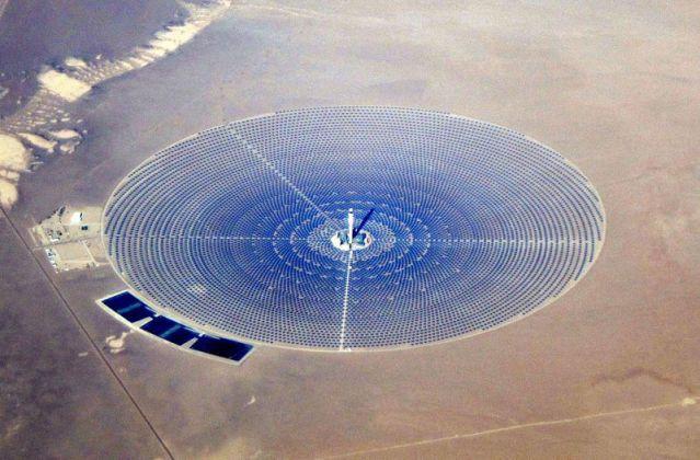 Crescent_Dunes_Solar_December_2014 800